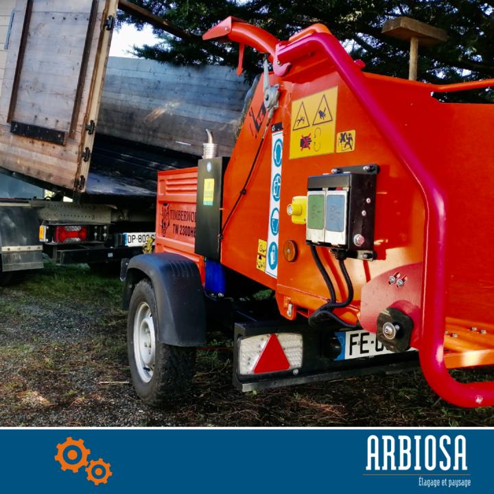 le broyeur de branche de la société Arbiosa pour réaliser du paillage et du compost.